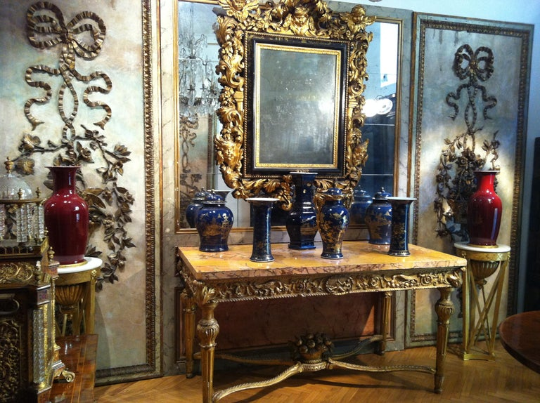 Set of Three 18th century Chinese Powder Blue Gilt-Decorated Vases For Sale 4