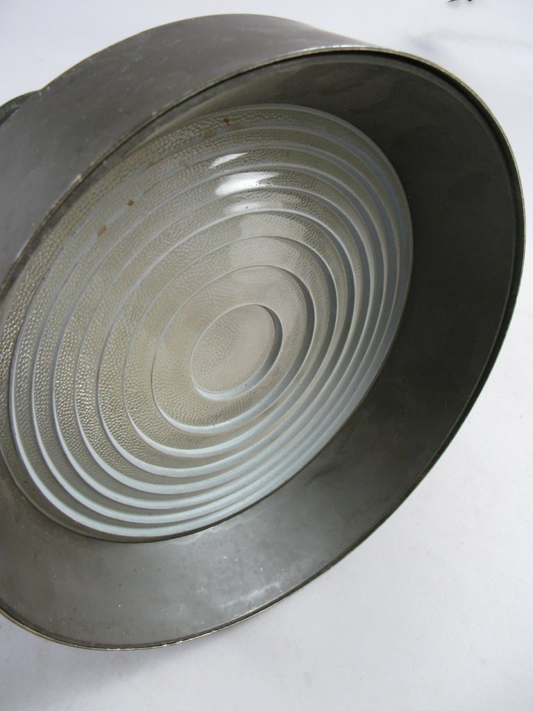 Set of Three 1950s Enameled Ceiling Lights by Lightolier In Good Condition For Sale In Hudson, NY