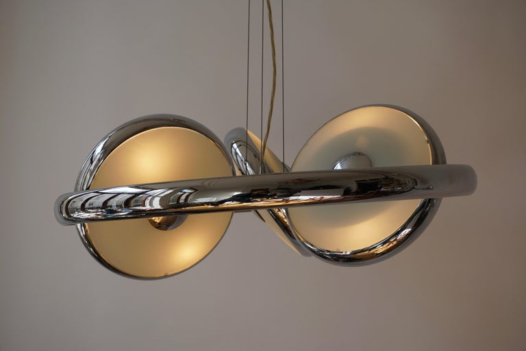 One off Three Adjustable Italian Glass and Chrome Ufo Chandeliers For Sale 4