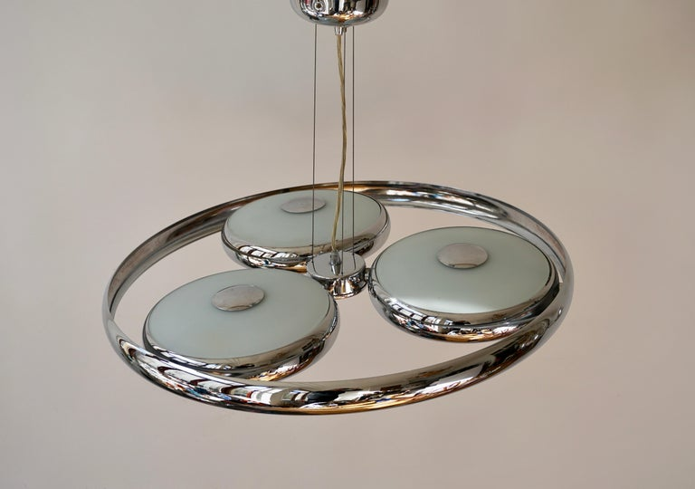 One off Three Adjustable Italian Glass and Chrome Ufo Chandeliers For Sale 7