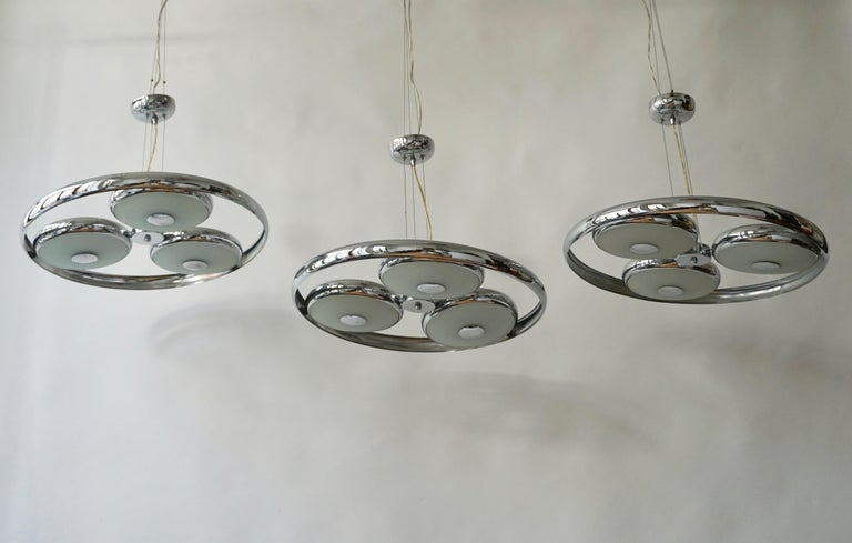 One off Three Adjustable Italian Glass and Chrome Ufo Chandeliers For Sale 10