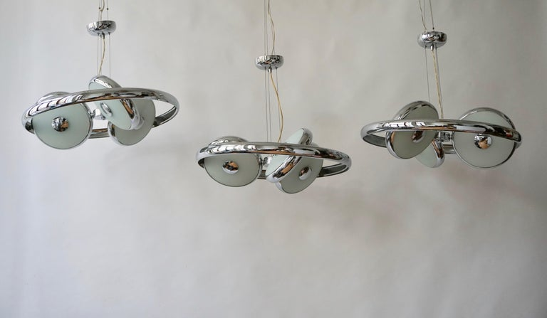 One off Three Adjustable Italian Glass and Chrome Ufo Chandeliers For Sale 11