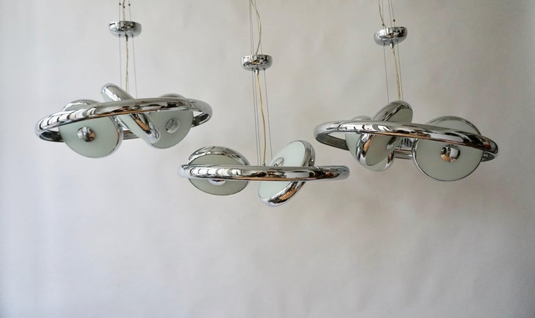 One off Three Adjustable Italian Glass and Chrome Ufo Chandeliers For Sale 13