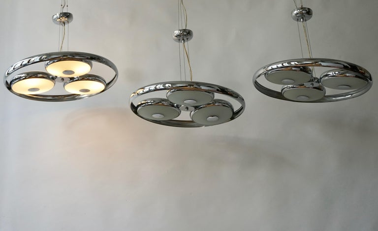 Mid-Century Modern One off Three Adjustable Italian Glass and Chrome Ufo Chandeliers For Sale