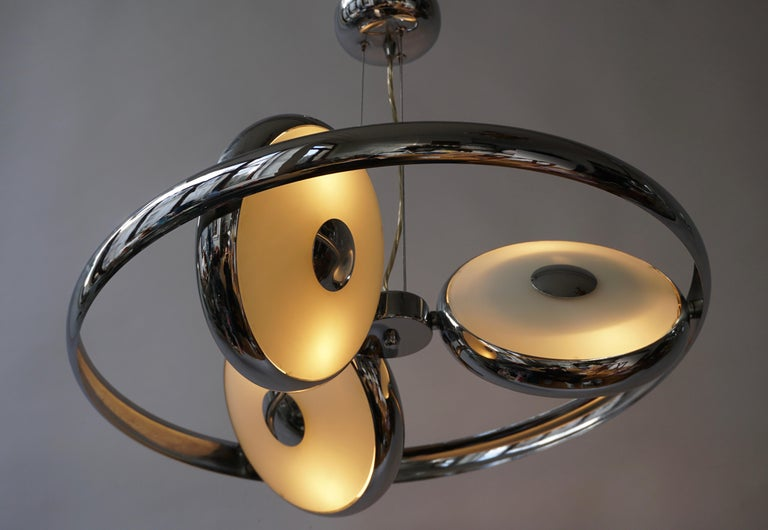 One off Three Adjustable Italian Glass and Chrome Ufo Chandeliers In Good Condition For Sale In Antwerp, BE