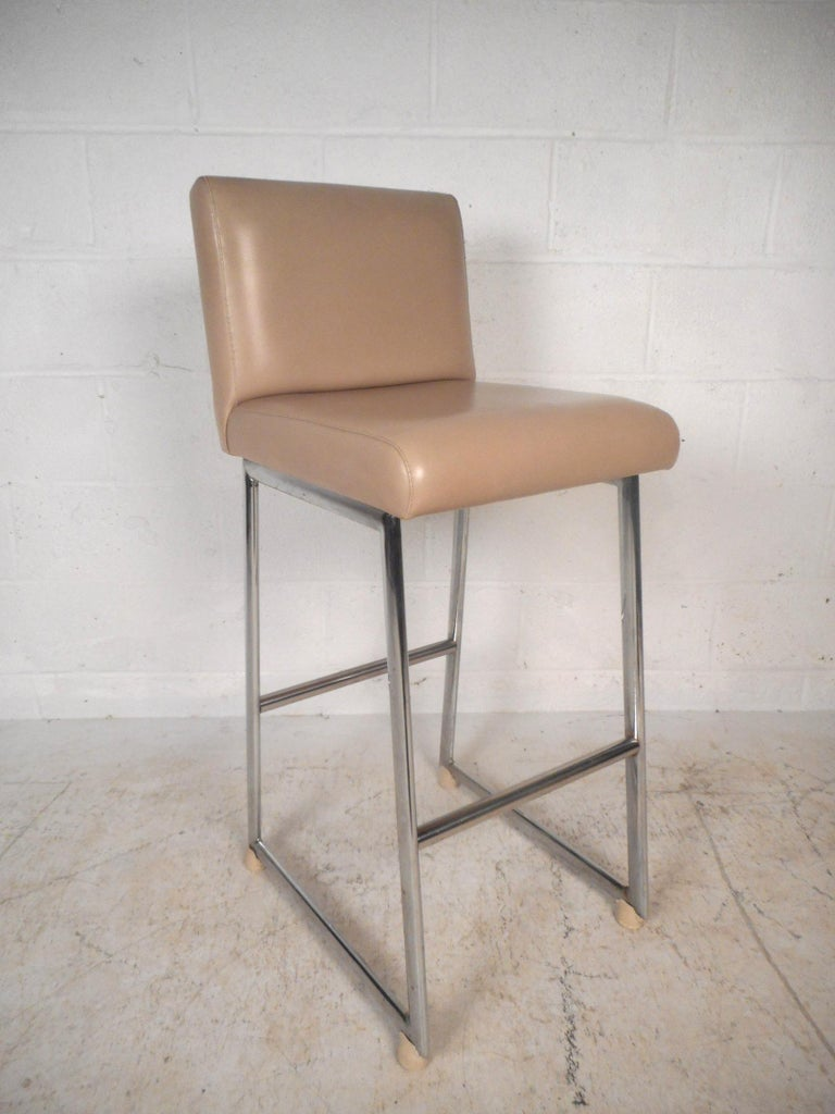 Mid-Century Modern Set of Three Chrome and Vinyl Bar Stools For Sale