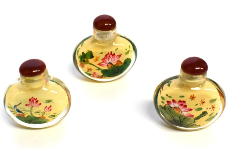 Set of Three Eglomise Reverse Painted Snuff Bottles with Lotus For Sale 7