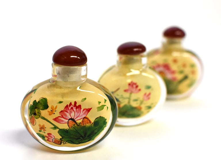 Set of Three Eglomise Reverse Painted Snuff Bottles with Lotus For Sale 8