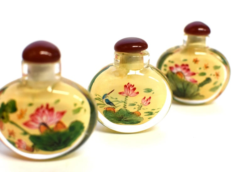 Set of Three Eglomise Reverse Painted Snuff Bottles with Lotus For Sale 9