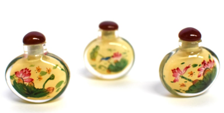 Set of Three Eglomise Reverse Painted Snuff Bottles with Lotus In New Condition For Sale In Somis, CA