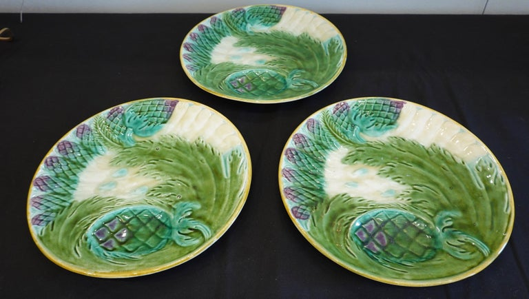 Set of Three French Majolica Asparagus Plates by Saint Amand For Sale 1