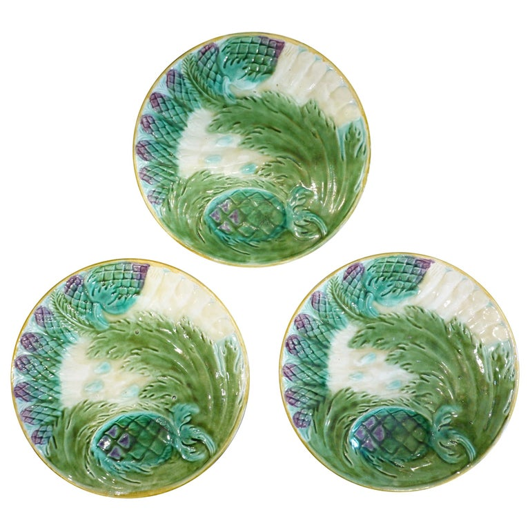Set of Three French Majolica Asparagus Plates by Saint Amand For Sale