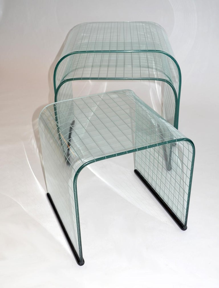 Modern Set of Three Glass Side Nesting or Stacking Tables, Fiam, Italy, 1980s For Sale