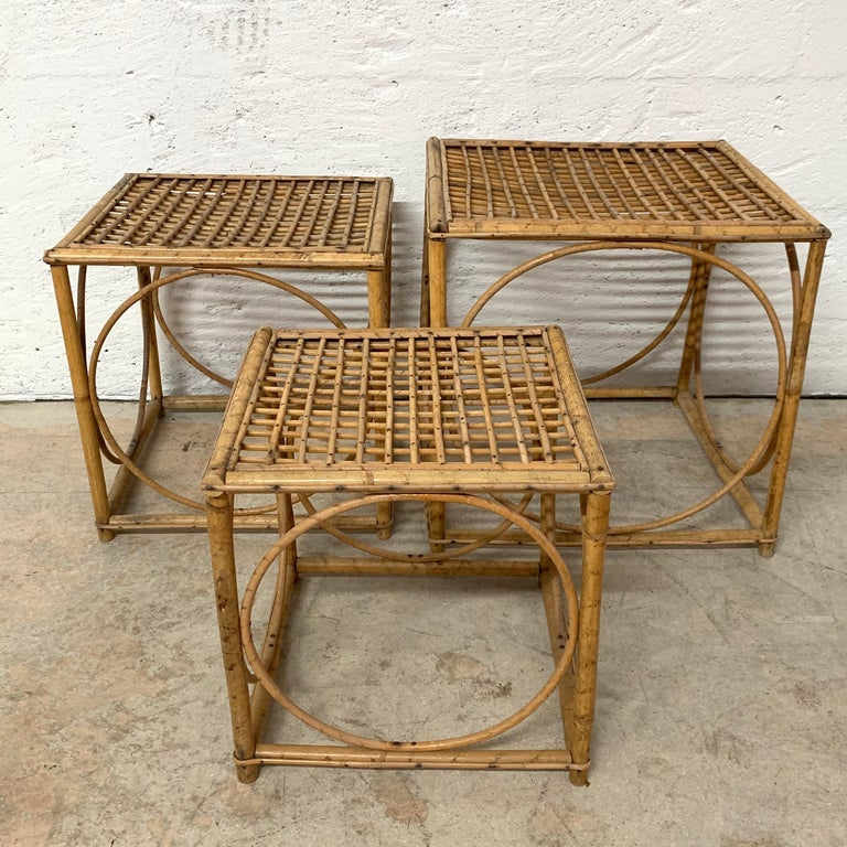 Mid-Century Modern Set of Three Italian Rattan Nesting or Bunching Cube Tables, Franco Albini For Sale