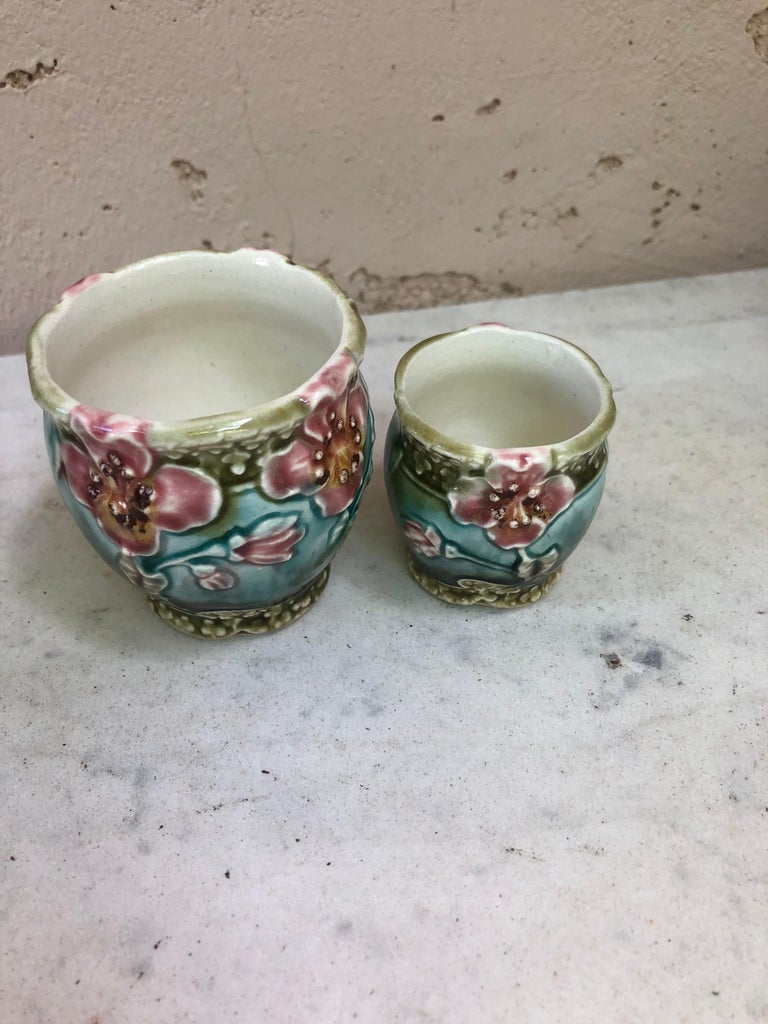 Set of Three Majolica Pots with Flowers Fives Lille Circa 1890 In Good Condition For Sale In The Hills, TX