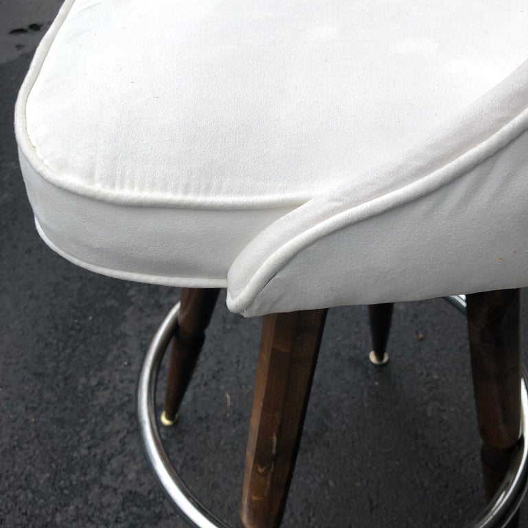 Set Of Three Mid-Century White Faux-Suede Bar Stools For Sale 6