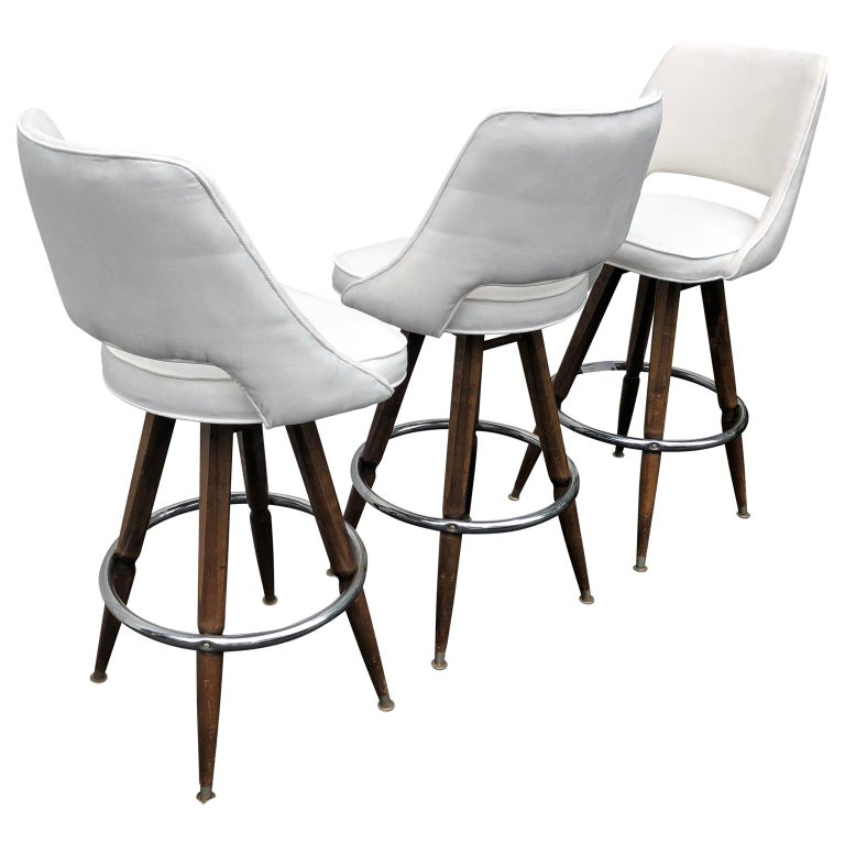 Set Of Three Mid-Century White Faux-Suede Bar Stools For Sale 2