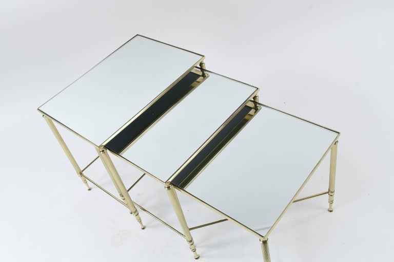 Set of Three Mirrored Top Brass Nesting Tables In Good Condition For Sale In Norwalk, CT