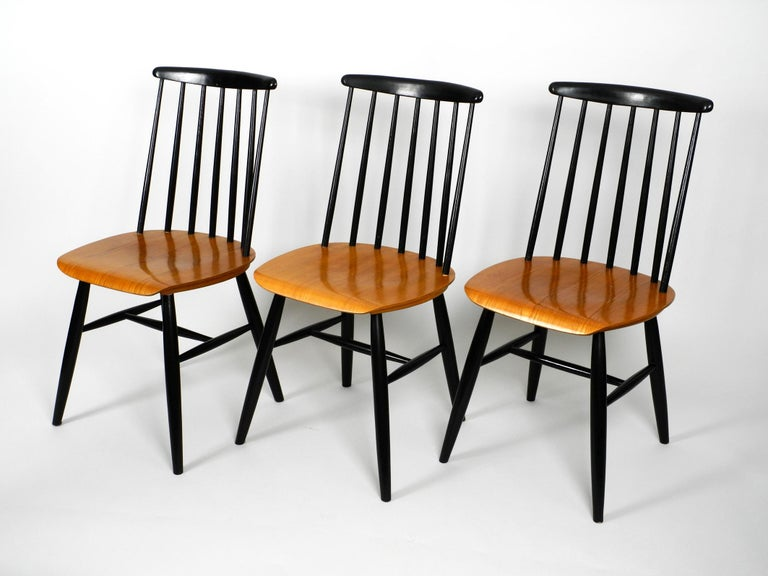 Mid-Century Modern Set of Three Original Midcentury Wood Spindle Back Chairs with Teak Seat For Sale
