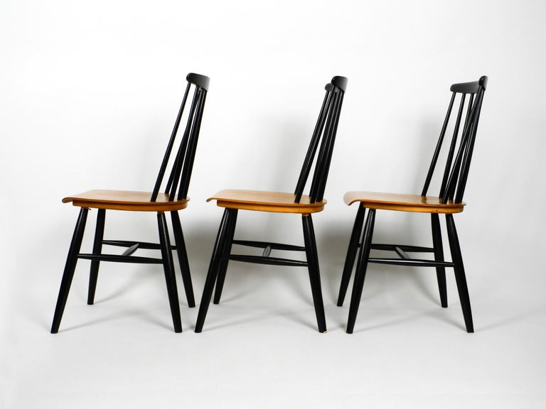 Set of Three Original Midcentury Wood Spindle Back Chairs with Teak Seat In Good Condition For Sale In München, DE