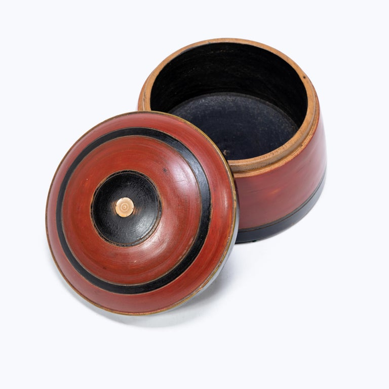 Set of Three Red Lacquer Betel Boxes In Good Condition For Sale In Chicago, IL