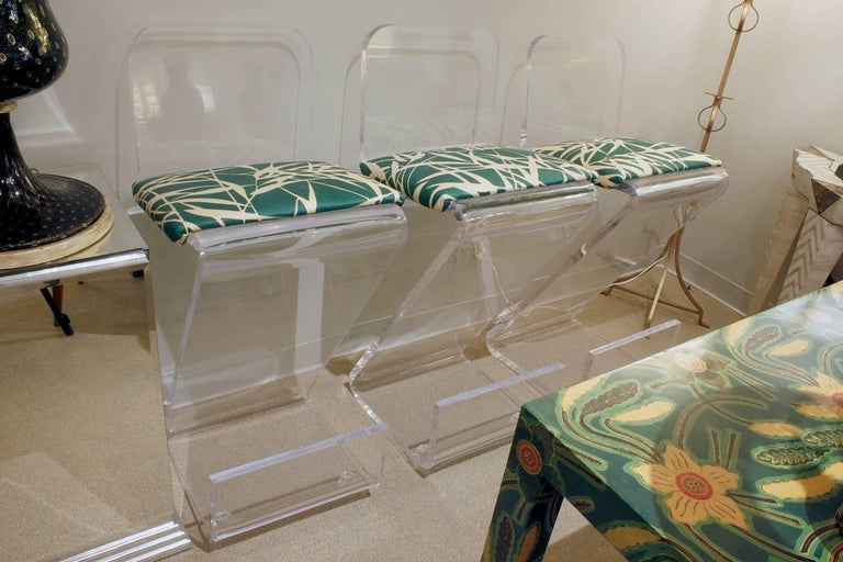 Late 20th Century Set of Three Sculptural Lucite Bar Stools For Sale