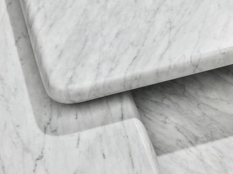 Post-Modern Set of three Sculptural Side Tables in White Marble For Sale