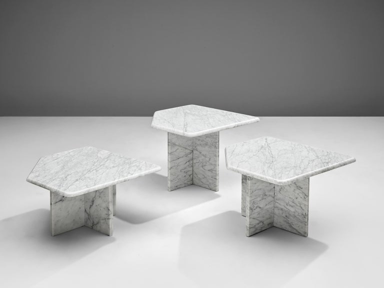Italian Set of three Sculptural Side Tables in White Marble For Sale