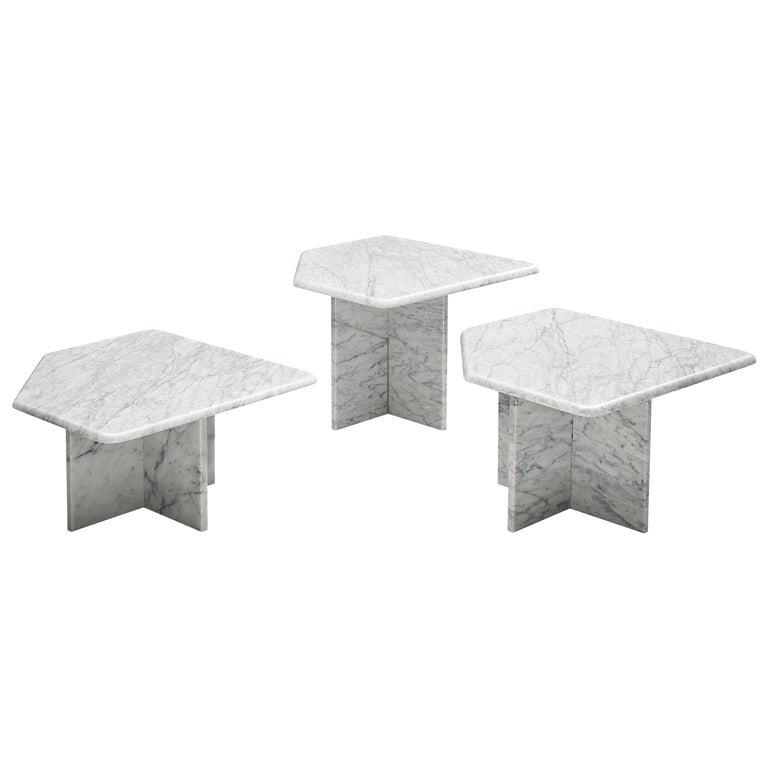 Set of three Sculptural Side Tables in White Marble For Sale