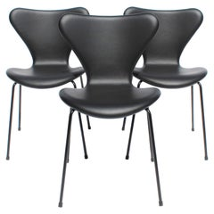 Set of Three Series Seven Chairs, Model 3107, by Arne Jacobsen and Fritz Hansen