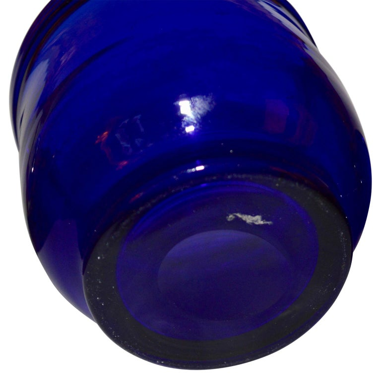 Set of three Small Swedish Cobalt Blue Hand Blown Glass Bowl or Trinkets In Good Condition For Sale In Haddonfield, NJ