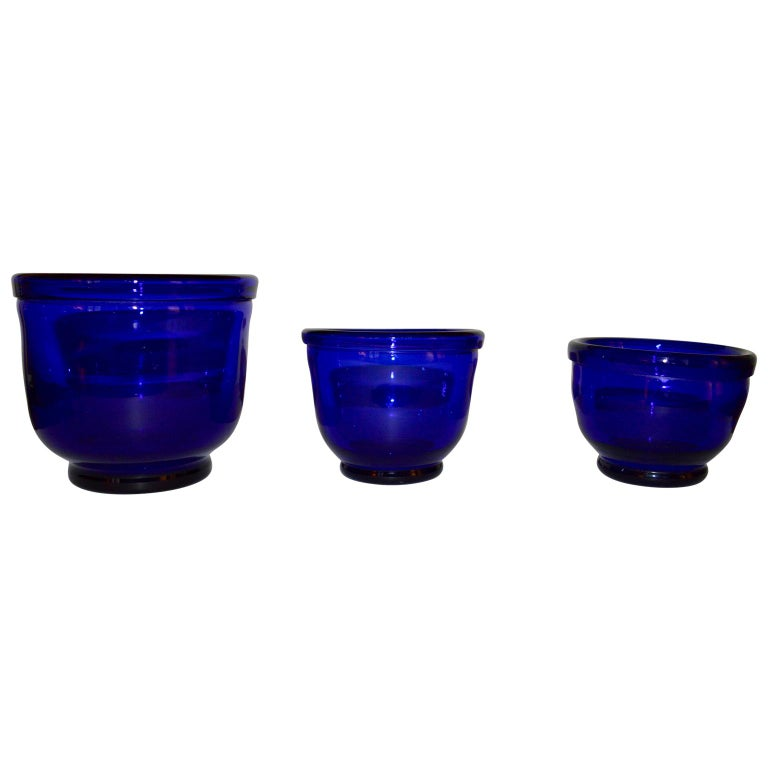 19th Century Set of three Small Swedish Cobalt Blue Hand Blown Glass Bowl or Trinkets For Sale