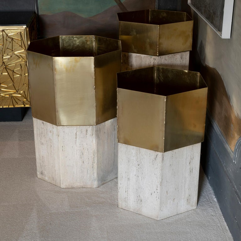 Set of Three Travertine and Natural Brass Planter, Italy, 1970s In Good Condition For Sale In Firenze, IT