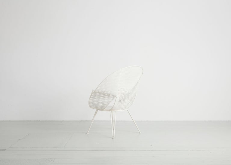 Set of Three White Garden Chairs and a Fitting Side Table from Italy, 1950 For Sale 5