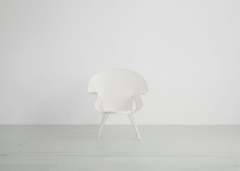Set of Three White Garden Chairs and a Fitting Side Table from Italy, 1950 In Good Condition For Sale In Wolfurt, AT