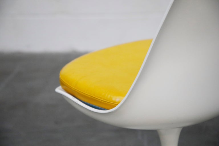 Set of Tulip Dining Side Chairs by Eero Saarinen for Knoll International, Signed For Sale 3