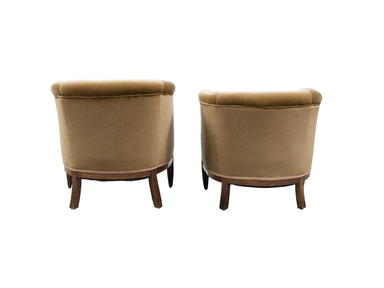 Set of Two 1930s Art Deco Near-Pair of Mahogany Club Chairs In Good Condition For Sale In New York, NY