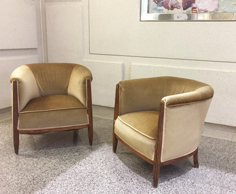 Mid-20th Century Set of Two 1930s Art Deco Near-Pair of Mahogany Club Chairs For Sale