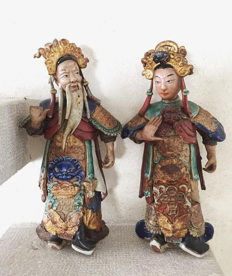 Qing Set of Two 19th Century Chinese Earthenware Decorative Wall-Hanging Figures For Sale
