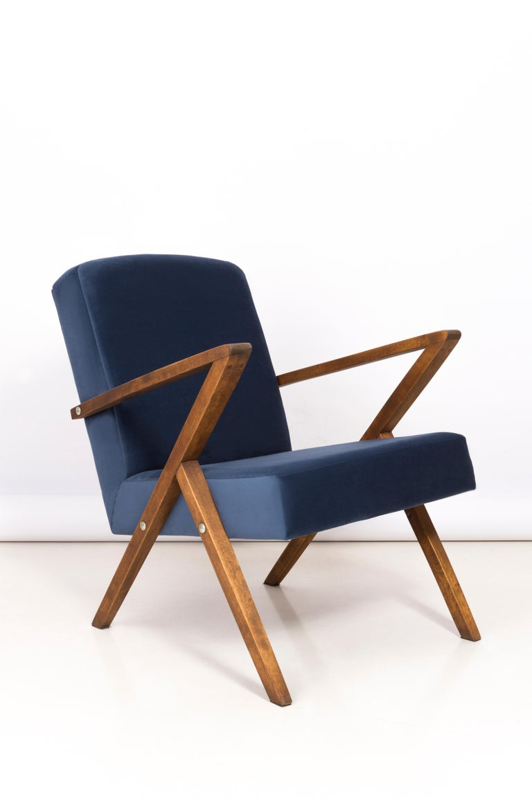 Hand-Crafted Set of Two 20th Century Zet Armchairs, Navy Velvet, 1970s, Poland For Sale