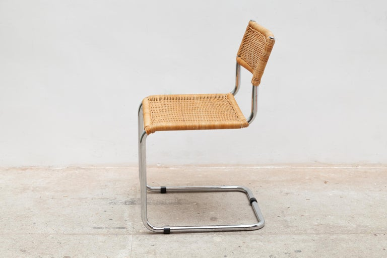 Set of Two Bauhaus Cantilever Chrome Woven Rattan Side Chairs 1960s Italy In Good Condition For Sale In Antwerp, BE