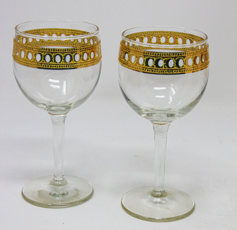 Set of two Vintage Culver wine glasses with 22-karat gold Antigua pattern design Wine glass Antigua by Culver Measures: Height 5 3/4 in Width 2 1/2 in Blown glass Gold crackles, ovals, band, clear body Pattern: Antigua by Culver Elegant vintage