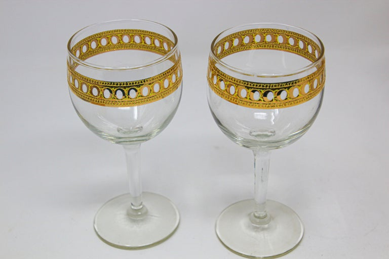 Hollywood Regency Set of Two Vintage Culver Wine Glasses with 22-Karat Gold Antigua Pattern For Sale