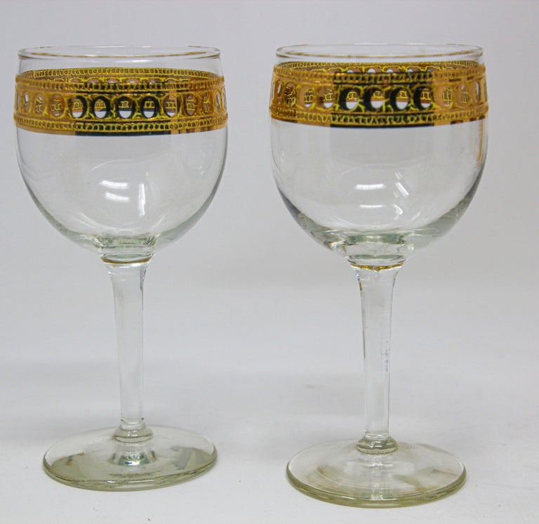 Set of Two Vintage Culver Wine Glasses with 22-Karat Gold Antigua Pattern In Good Condition For Sale In North Hollywood, CA