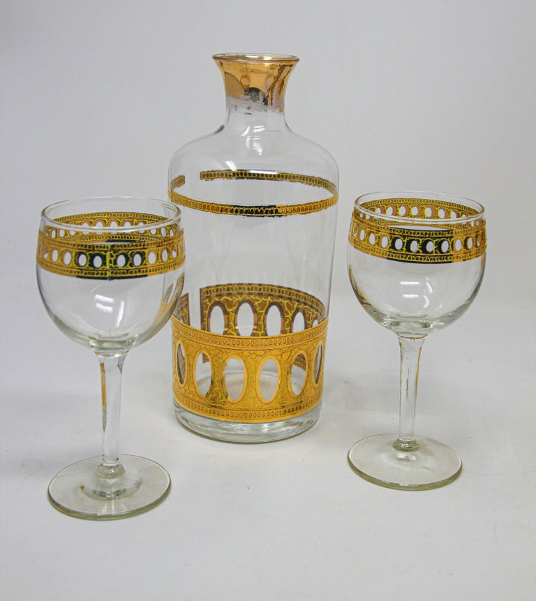 20th Century Set of Two Vintage Culver Wine Glasses with 22-Karat Gold Antigua Pattern For Sale
