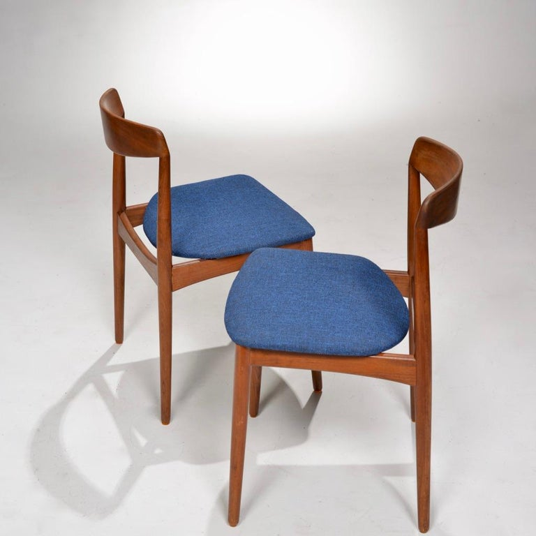 Set of Two Curved Back Danish Teak Dining Chairs In Good Condition For Sale In Los Angeles, CA