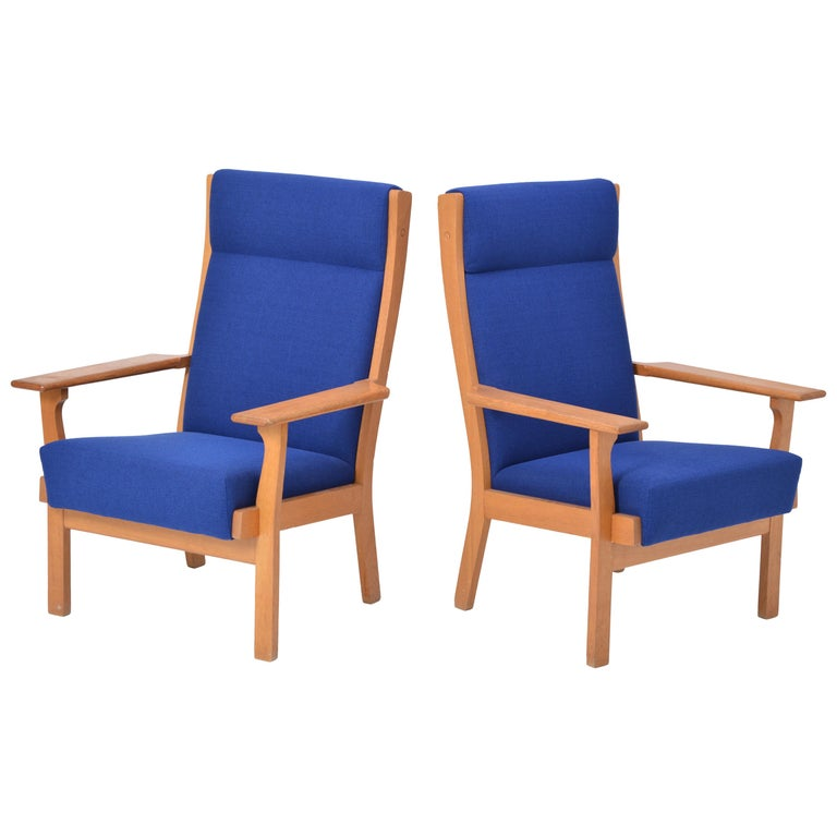 Set of two Danish Mid-Century Modern GE 181 a chairs by Hans Wegner for GETAMA  This pair of armchairs (Model GE 181 A) was designed by Hans Wegner and produced by the Danish company GETAMA. The chairs are made from oak and have just been