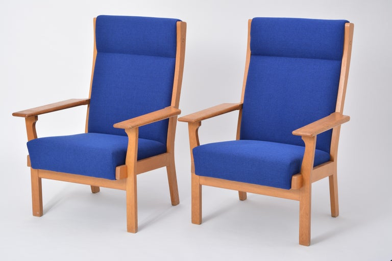 Set of Two Danish Mid-Century Modern GE 181 a Chairs by Hans Wegner for GETAMA In Good Condition For Sale In Berlin, DE