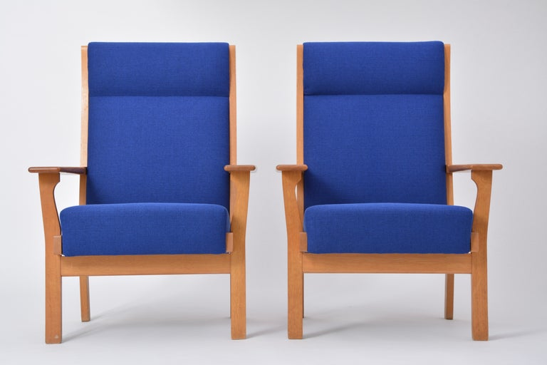Oak Set of Two Danish Mid-Century Modern GE 181 a Chairs by Hans Wegner for GETAMA For Sale