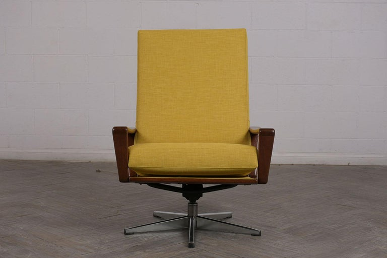 Pair of Modern Danish Swivel Lounge Chairs In Good Condition For Sale In Los Angeles, CA